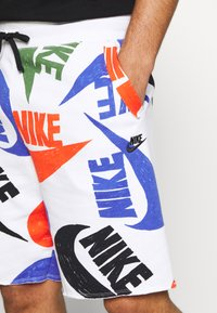 Nike Sportswear - M NSW CE S - Shorts - team orange/black