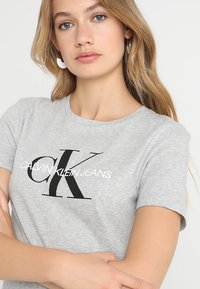 Calvin Klein Jeans - CORE MONOGRAM LOGO - Triko s potiskem - light grey heather - 4