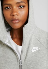Nike Sportswear - Sudadera con cremallera - grey heather/white - 5