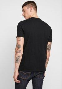 Ellesse - T-shirt con stampa - black - 2