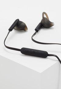 Urbanista - BOSTON SPORT BLUETOOTH - Headphones - dark clown - black - 5
