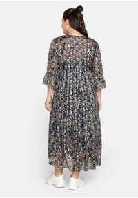 Sheego - Maxi dress - steingrau bedruckt - 2