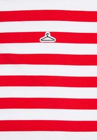 Holzweiler - HANGER STRIPED TEE - T-shirt print - red/white - 6