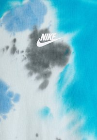 Nike Sportswear - TEE  - T-shirt med print - laser blue/football grey - 2