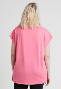 Urban Classics Curvy - LADIES EXTENDED SHOULDER TEE - T-shirt basic - pinkgrapefruit - 2