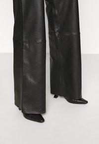 Deadwood - PINE PANTS - Leather trousers - black - 4