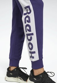 Reebok - LINEAR LOGO FRENCH TERRY JOGGERS - Tracksuit bottoms - purple - 3