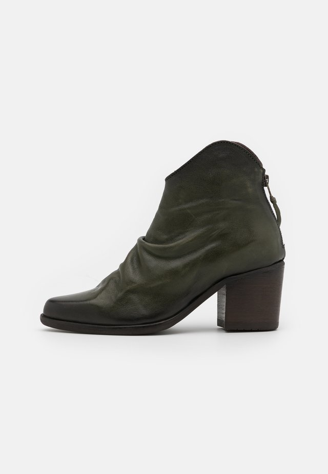 CARMO - Classic ankle boots - old iron loden