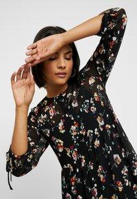 Madewell - TIERED BUTTON FRONT MIDI DRESS - Day dress - pom pom floral true black - 4