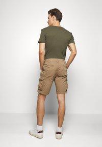 Schott - CARGO - Shorts - army mastic - 2