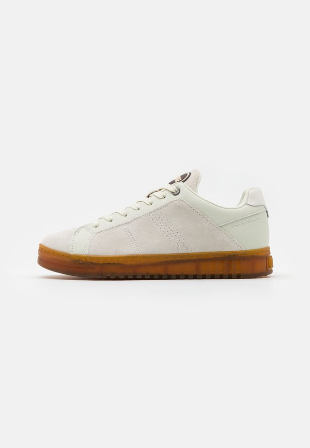 BRADBURY - Trainers - warm white