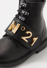 N°21 - Lace-up boots - black/gold - 2