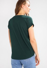 Vila - VIDREAMERS PURE  - Basic T-shirt - pine grove - 2