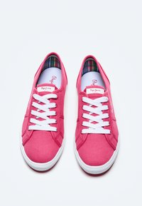 Pepe Jeans - ABERLADY ECOBASS - Trainers - fresa - 1