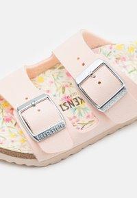 Birkenstock - ARIZONA FLOWER - Pantofle - light rose - 5