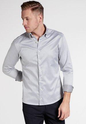 SLIM FIT - Shirt - silver grey