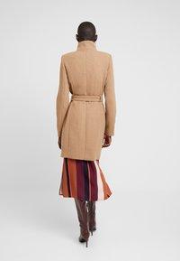 Vero Moda Tall - VMBESSY CLASS JACKET - Zimní kabát - tigers eye - 2