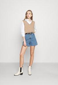 Object - OBJPENNY - Shorts di jeans - light blue denim - 1