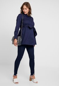 IVY & OAK Maternity - MATERNITY FLARED - Camicia - winter true blue - 1
