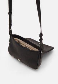 PARFOIS - ENVELOPE BAG - Across body bag - black - 3