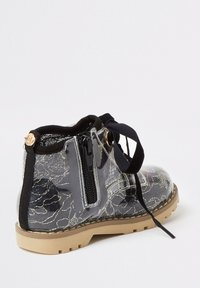 River Island - MINI GIRLS BLACK LACE HIKER BOOT - Lace-up ankle boots - black - 2