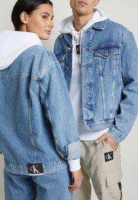 Calvin Klein Jeans - JACKET UNISEX - Spijkerjas - bright blue - 6