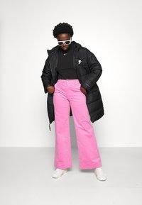Nike Sportswear - MOCK TOP - Topper langermet - black/white - 4
