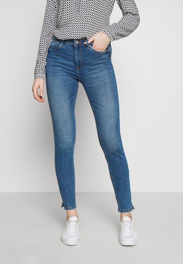 NELA - Skinny džíny - mid stone bright blue denim