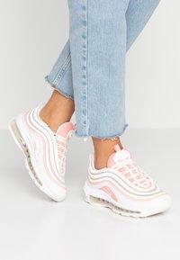 Nike Sportswear - AIR MAX 97 - Sneakers laag - summit white/bleached coral/desert sand/white - 0