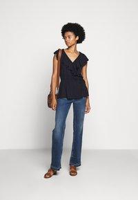 Lauren Ralph Lauren - T-shirts med print - navy - 1