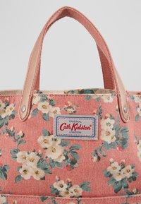 Cath Kidston - REVERSIBLE CROSS BODY - Across body bag - dusty pink - 2