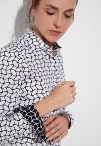 Eterna - FITTED WAIST - Button-down blouse - weiß/schwarz - 2