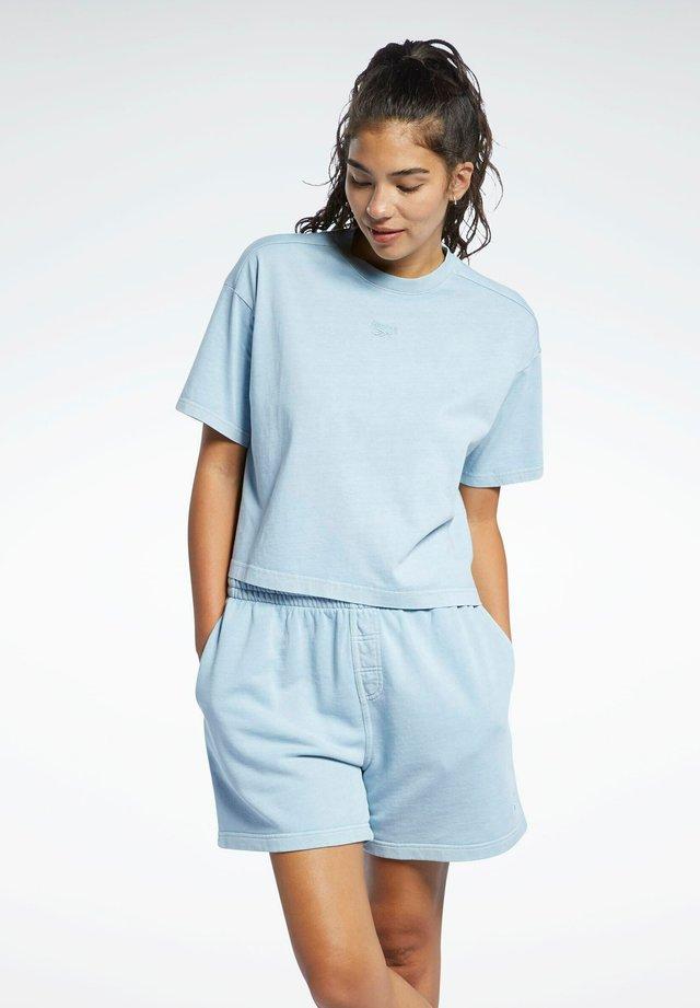 REEBOK CLASSICS NATURAL DYE CROPPED T-SHIRT - T-shirt basique - grey
