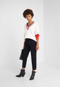 DRYKORN - FIND - Spodnie materiałowe - black - 1