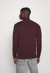Burton Menswear London - FINE GAUGE ZIP THROUGH - Strickjacke - burgundy - 2