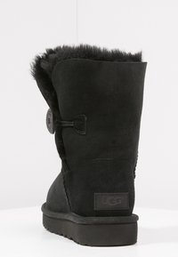 UGG - BAILEY BUTTON II - Korte laarzen - black - 4