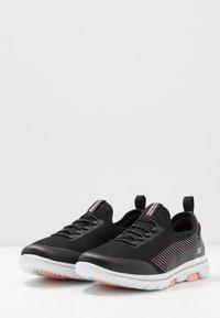 Skechers Performance - GO WALK 5 PROLIFIC - Sportieve wandelschoenen - black/pink - 2