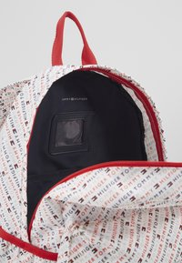 Tommy Hilfiger - CORE BACKPACK - Batoh - white - 4