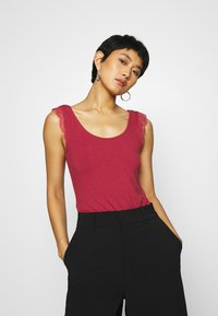 Anna Field - Top - earth red - 0