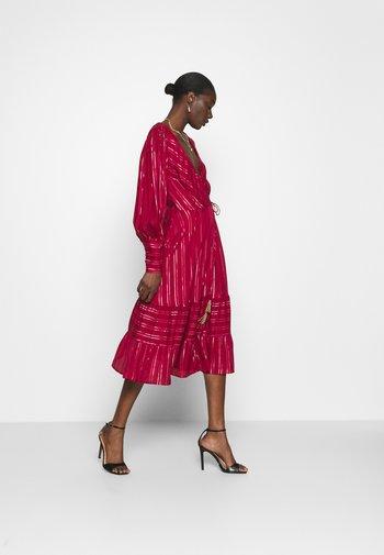 BURGUNDY STRIPES DRESS - Kjole - pink