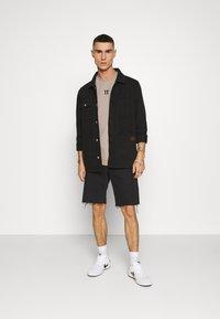 11 DEGREES - BOX GRAPHIC BACK - T-shirt print - brown/black - 1