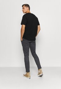 INDICODE JEANS - EBERLEIN WITH ROLL UP CHECK - Trousers - mecan grey - 2