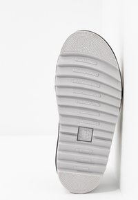 Dr. Martens - VOSS - Platform sandals - light grey hydro - 6