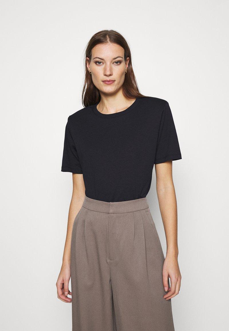 Gestuz - JORY TEE - Basic T-shirt - black