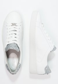 MICHAEL Michael Kors - IRVING LACE UP - Sneakers laag - optic white/silver - 2