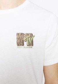 Cotton On - COLLAB MUSIC - Print T-shirt - vintage white - 5