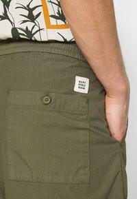 Marc O'Polo DENIM - Shorts - fresh olive - 4