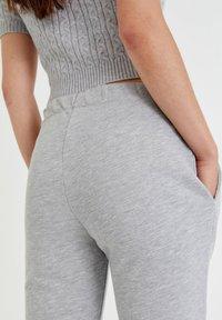 PULL&BEAR - Tracksuit bottoms - light grey - 8