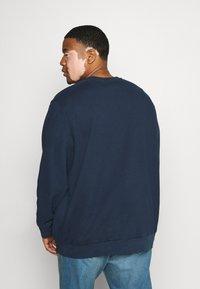 Levi's® Plus - BIG ORIGINAL CREW - Sweatshirt - blues - 2