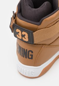 Ewing - 33  - Zapatillas altas - wheat/espresso/pale gold - 5